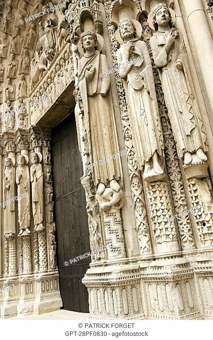 DETAIL OF THE ROYAL DOOR, CHARTRES CATHEDRAL, EURE-ET-LOIR 28, FRANCE