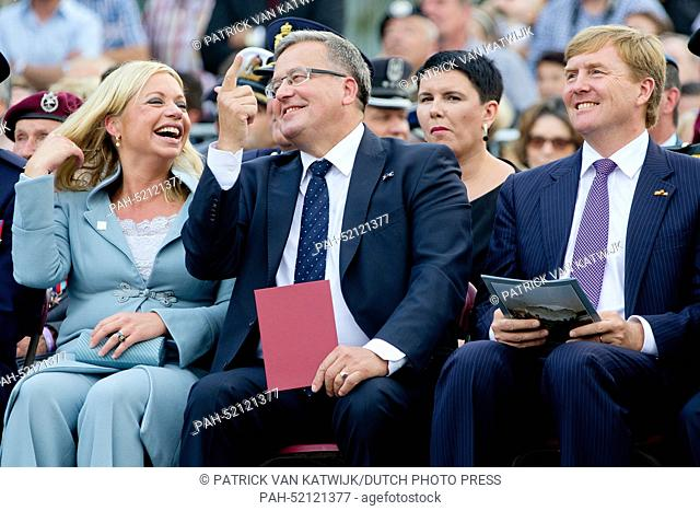 Dutch Minister of Defence Jeanine Hennis-Plasschaert (L), King Willem-Alexander of The Netherlands and President Bronislaw Komorowski (C) of Poland attend the...