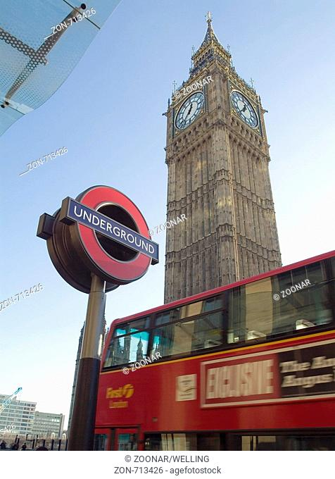 St. Stefan Turm Big Ben und U-Bahn Schild London England Europa , St Stephens Tower Big Ben London England with underground station sign UK europe