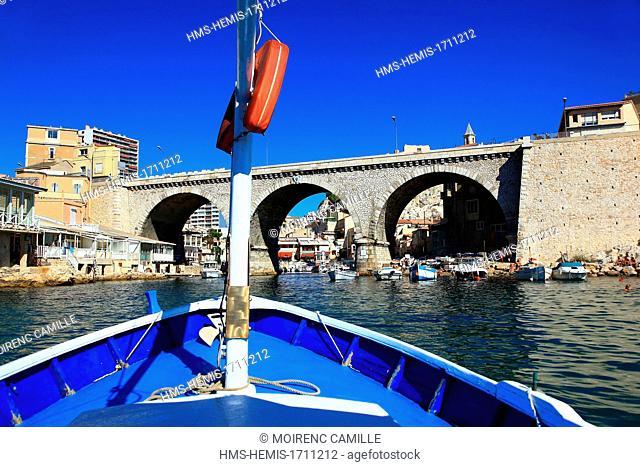 France, Bouches du Rhone, Marseille, the Vallon des Auffes ride with sharp Localanque