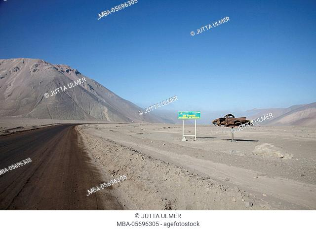 Chile, national park Nevado Tres Cruzes, sign, Ras not, Somebody waits for you