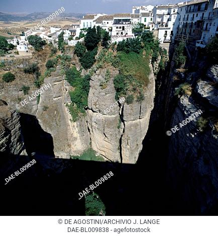 The Tajo gorge which splits the town of Ronda, Andalucia, Spain