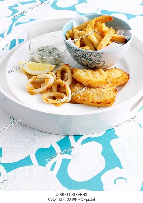 Bowl of chips with fish and lemon