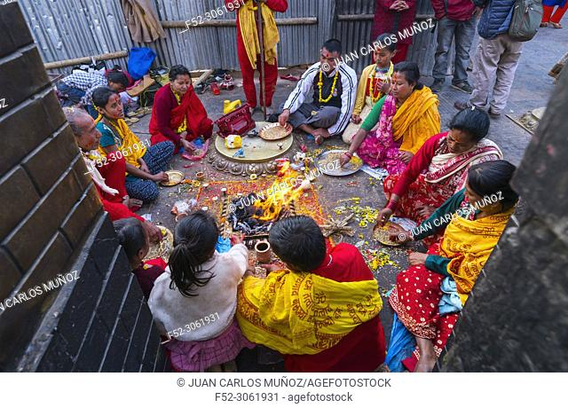 Hindu prayers, Swayambhunath Stupa, Kathmandu Valley, Nepal, Asia, Unesco World Heritage Site