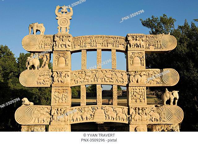 India, Madhya Pradesh, Sanchi, Rear of eastern Gateway; Stupa N°1