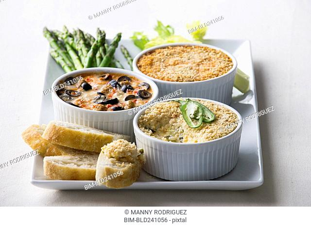 Asparagus, bread and dip on tray