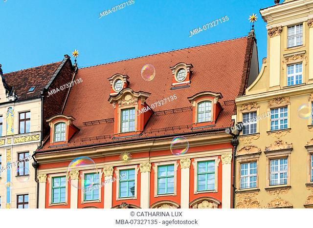 Poland, Wroclaw, old town, Rynek, patrician houses, 'Haus zur Goldenen Sonne', soap bubbles