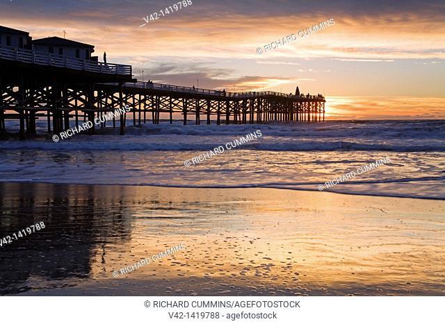 Crystal Pier on Pacific Beach, San Diego, California, USA