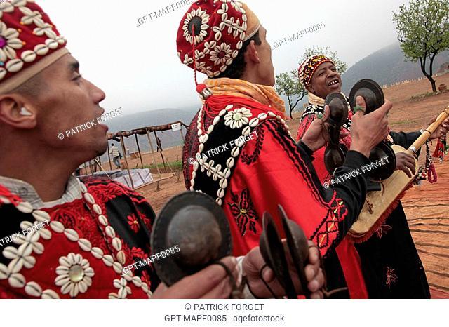 BAND OF BERBER MUSICIANS PLAYING THE GUENBRI AND QARAQEBS, TERRES D'AMANAR, TAHANAOUTE, AL HAOUZ, MOROCCO
