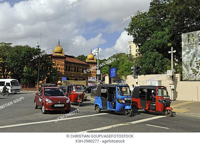 traffic circle with the National Hospital in the background, Colombo, Sri Lanka, Indian subcontinent, South Asia