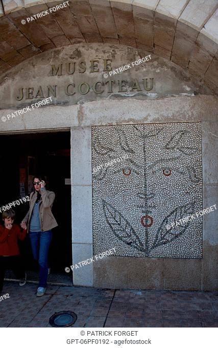 MUSEUM ENTRANCE, MOSAIC OF SHINGLES BY JEAN COCTEAU ON THE FAv‡ADE OF THE BASTION, JEAN COCTEAU MUSEUM, MENTON, ALPES-MARITIMES 06, FRANCE