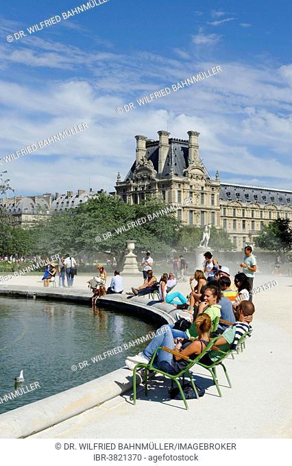 Jardin des Tuileries with the Louvre Museum, 1st Arrondissement, Paris, France