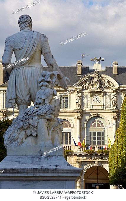 Henry IV sculpture, Hotel de Ville, Place Royale, Pau, Pyrenees - Atlantiques, Aquitaine, France