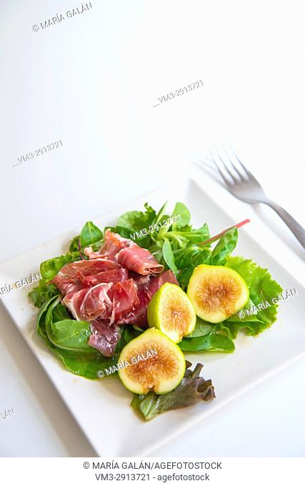 Salad made of Iberian ham, green figs and lettuce