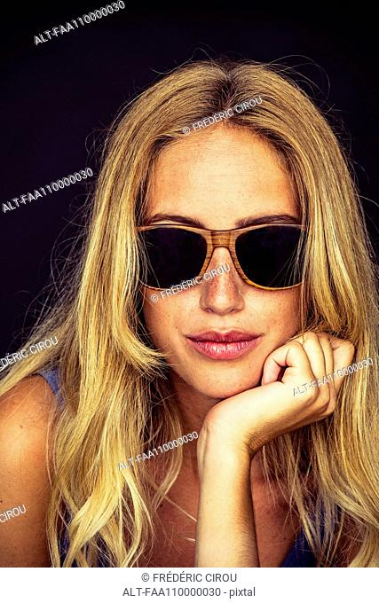 Young woman wearing sunglasses, portrait