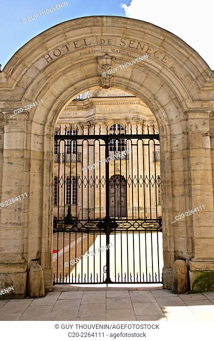 Senecé Hotel, ( 1710), Lamartine Museum,entrance archway, Macon Saône et Loire, 71, Bourgogne, France