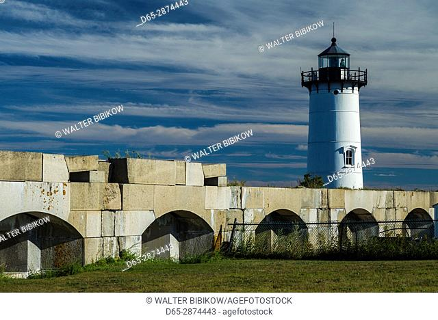 USA, New Hampshire, New Castle, Portsmouth Harbor Lighthouse and Fort Constitution