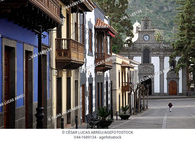 Real de la Plaza street and church of Ntra Sra del Pino, Teror. Gran Canaria, Canary Island, Spain
