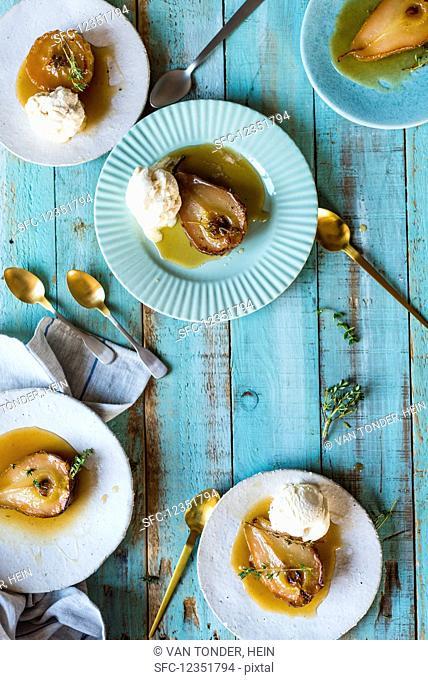 Roasted pears with vanilla ice cream