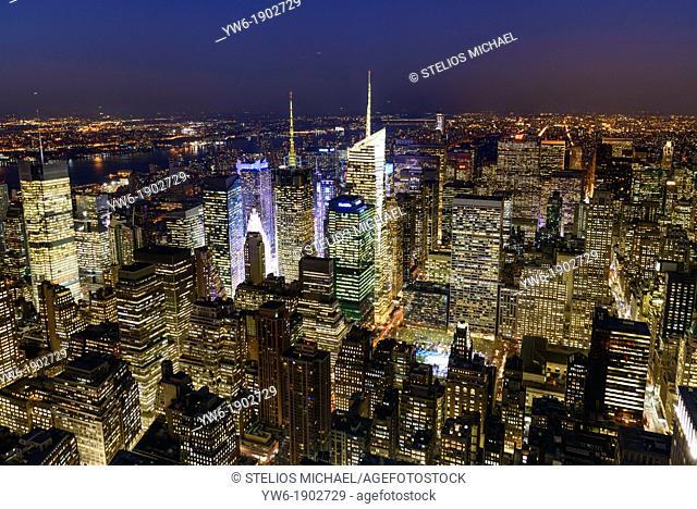 New York City Skyline at night, Midtown Manhattan, New York, USA