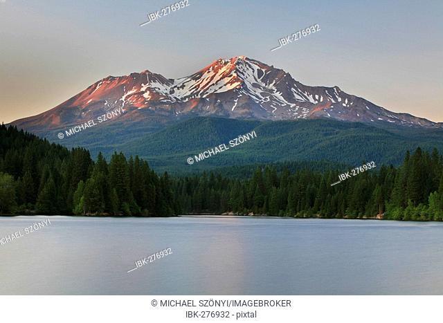 Sunset at lake Siskiyou, Mount Shasta, California, USA