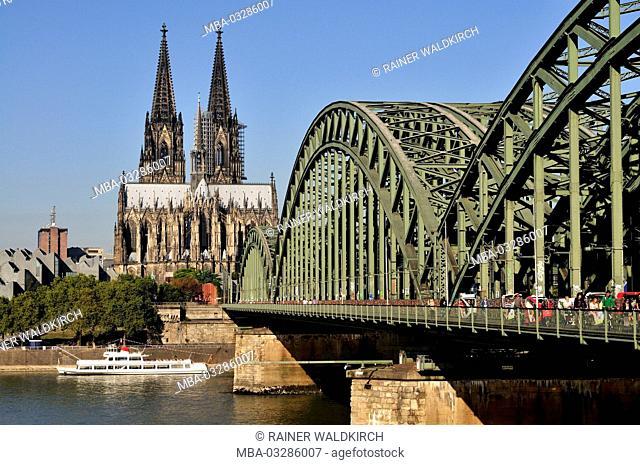 Germany, North Rhine-Westphalia, Cologne, city, Rhine and cathedral, Hohenzollern Bridge