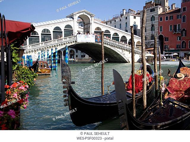 Italy, Venice, Gondola, Rialto bridge in foreground