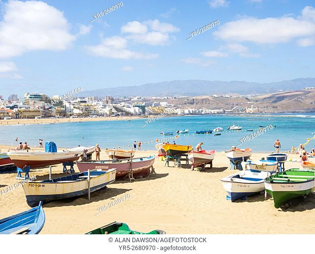 Fishing boats at La Puntilla on Las Canteras beach, Las Palmas, Gran Canaria, Canary Islands, Spain