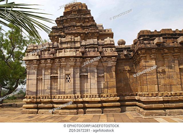 Dravidian vimana style sikhara and a view of the Devakoshthas on the south wall. Jain temple, Jinalaya, known as Jaina Narayana, Pattadakal, Karnataka, India