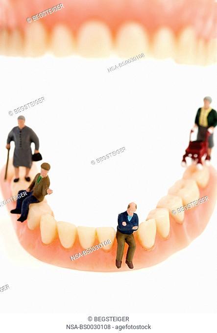 symbolic, senior figures on fals teeth