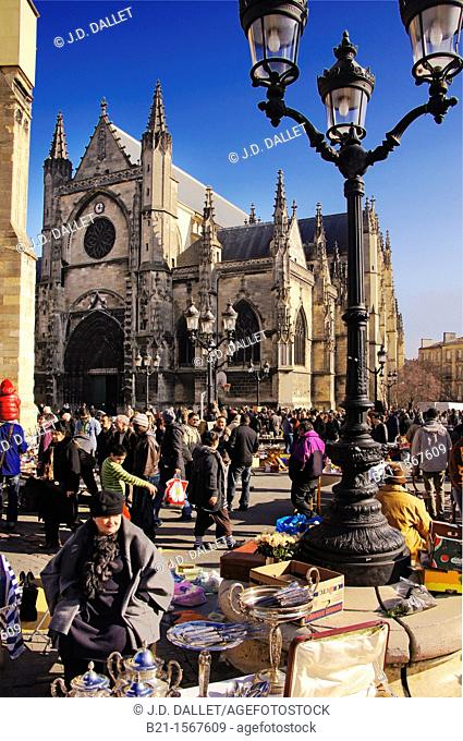 France, Aquitaine, Gironde, Place Saint Michel sunday flea market, at Bordeaux