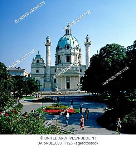 Die Karlskirche am Karlsplatz in Wien, Österreich 1980er Jahre. The St. Charles Church at Vienna's Karlsplatz, Austria 1980s