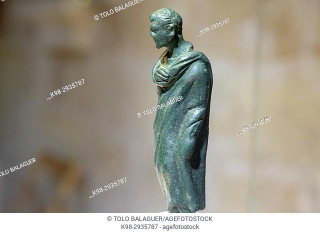 man with toga, bronze statuette, republican roman period, 127 - 27 b. C., Museu Municipal de Ciutadella. Bastió de sa Font, Ciutadella, Menorca