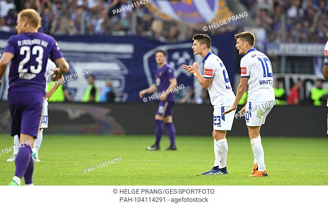 Frustrated with Florent Muslija (KSC), Marvin Wanitzek (KSC), Left: Soeren Bertram (Aue). GES / Football / Relegation: FC Erzgebirge Aue - Karlsruher SC, 22