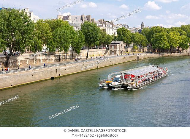 Travel boat on Seine, Paris, France