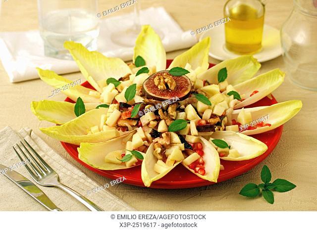 Endives salad with fruits