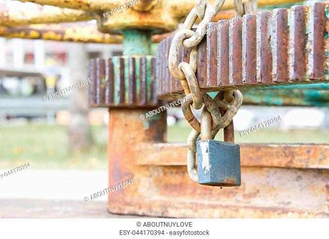 Key lock and manacle Prevent its use