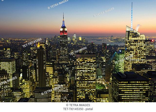 USA, New York City, Manhattan skyline at dusk