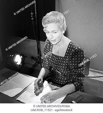Frau am Schreibtisch in Hamburg, Deutschland 1960er Jahre. Woman at her desk at Hamburg, Germany 1960s