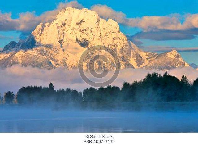 USA, Wyoming, Grand Teton National Park, Mount Moran at sunrise