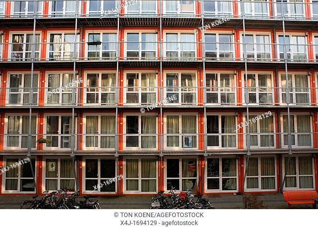 Â'Tempo WonenÂ' is een bedrijf in Nederland dat tijdelijke woningen ontwerpt, ontwikkelt en bouwt voor studenten De units zijn gemaakt van zeecontainers en op...