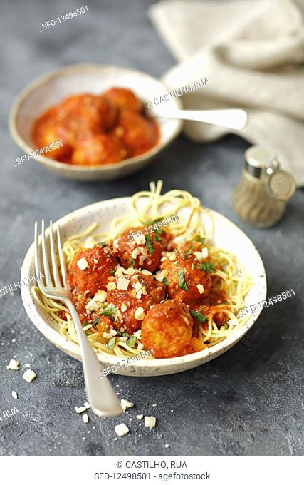 Spaghetti with white bean vegaetarian balls and tomato sauce