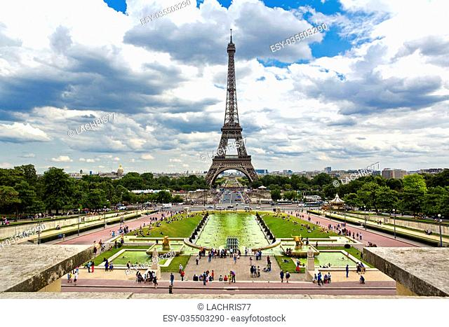Beautiful view of Eiffel Tower from the Trocadero