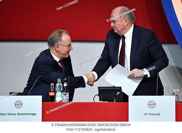 Uli HOENESS (Honess, President FC Bayern Munich), Shake hands, Handshake with Karl Heinz RUMMENIGGE, (Management Chairman)
