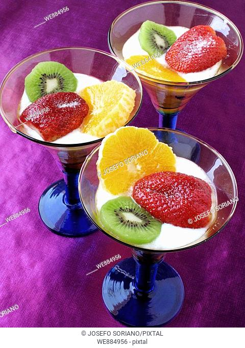 Cream yogurt with fresh fruit