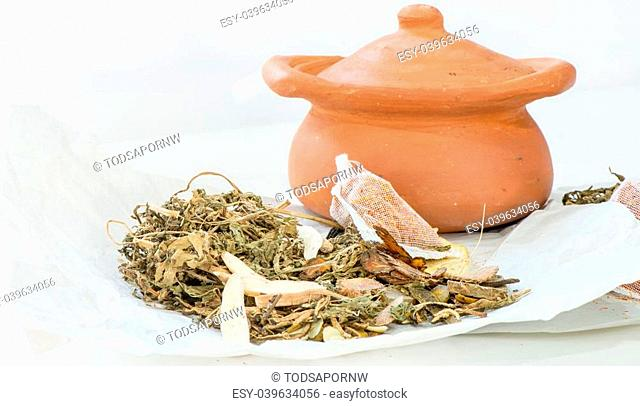 Clay pots and chinese medicine for postpartum women