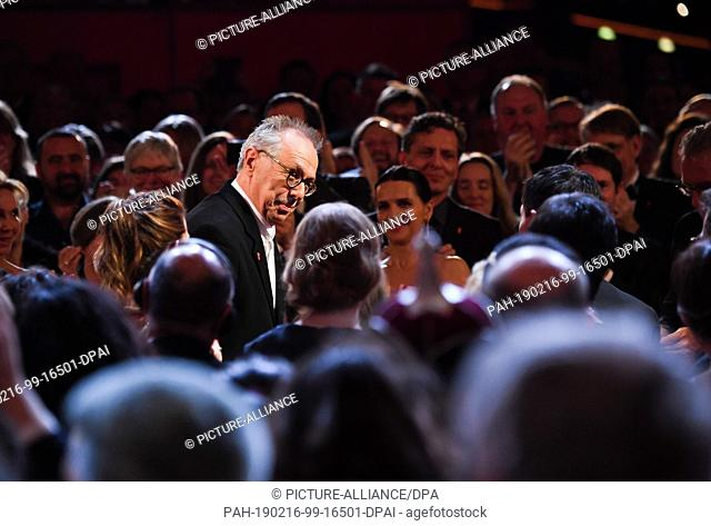 16 February 2019, Berlin: 69th Berlinale: Closing and presentation of the bears in the Berlinale Palast: Berlinale Director Dieter Kosslick stands in the midst...