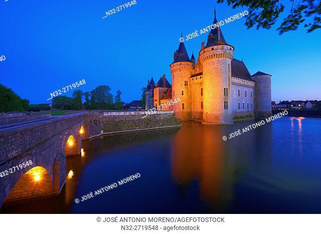 Sully sur Loire, Castle, Chateau de Sully sur Loire, Dusk, Loire Valley, UNESCO World Heritage Site, Loire River, Loiret department, Centre region, France