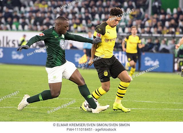 Jerome ROUSSILLON (left, WOB) versus Jadon SANCHO (DO), action, duels, football 1st Bundesliga, 10.matchday, VfL Wolfsburg (WOB) - Borussia Dortmund (DO) 0: 1