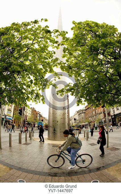'Spire', monument of 120 meters, of steel, with the sape a needle  Dublin, Leinster, Ireland, Europe
